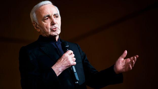 charles aznavour adorait la suisse raconte son ami de begnins musiques. Black Bedroom Furniture Sets. Home Design Ideas