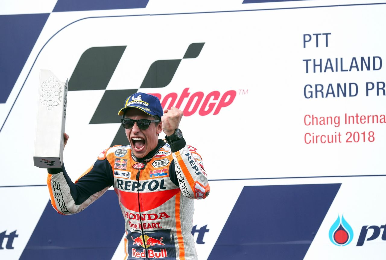Marc Marquez exulte sur la première place du podium. [Rungroj Yongrit - Keystone]