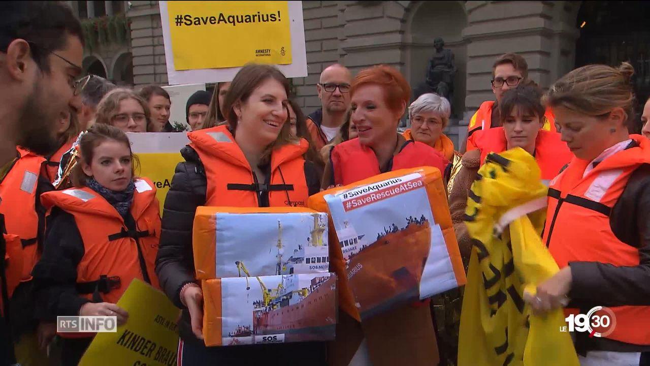 Une pétition de 25.000 signatures demande un pavillon suisse pour le navire. [RTS]