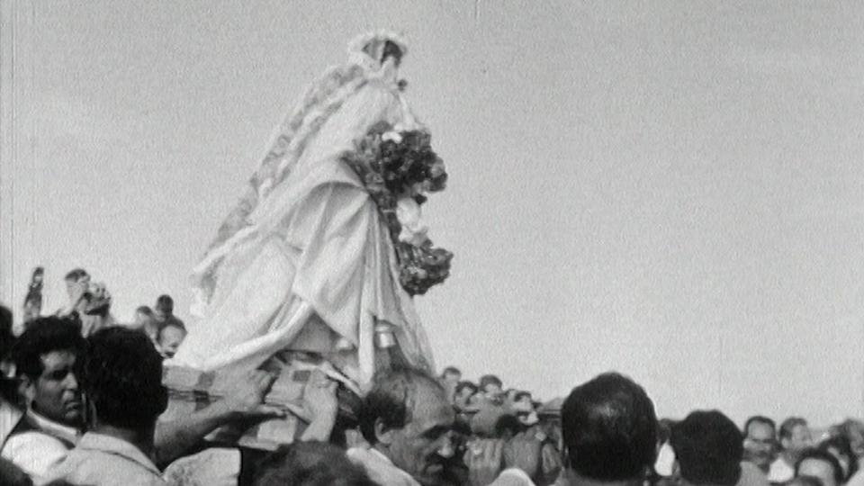 Gitans en pélerinage aux Saintes-Maries-de-la-Mer en 1961. [RTS]