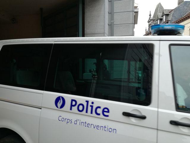 En Belgique, de nombreux clubs de football ont été perquisitionnés par la police fédérale.  [Joris Vliegen - Belga/AFP]