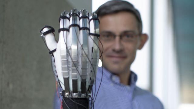"""Des gants ultra-légers pour """"toucher"""" les mondes virtuels - Radio"""