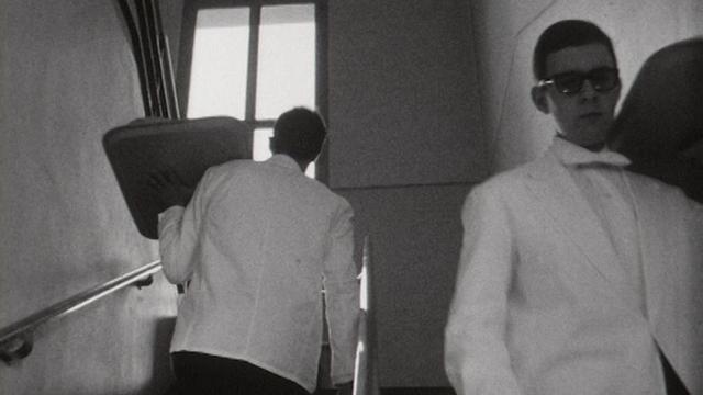 Les élèves de l'Ecole hôtelière de Lausanne en action, 1968. [RTS]