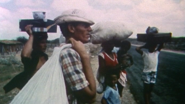 Les habitants du Nordeste brésilien fuient une région ravagée par la famine, 1984. [RTS]
