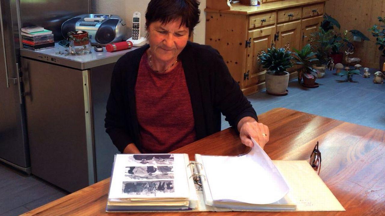 Le mari de Cosette Künzi a perdu un frère et une soeur dans l'explosion du dépôt de munitions. Depuis 40 ans qu'elle vit à Mitholz, l'agricultrice s'attelle à documenter cette histoire. [Pauline Turuban - RTSinfo]