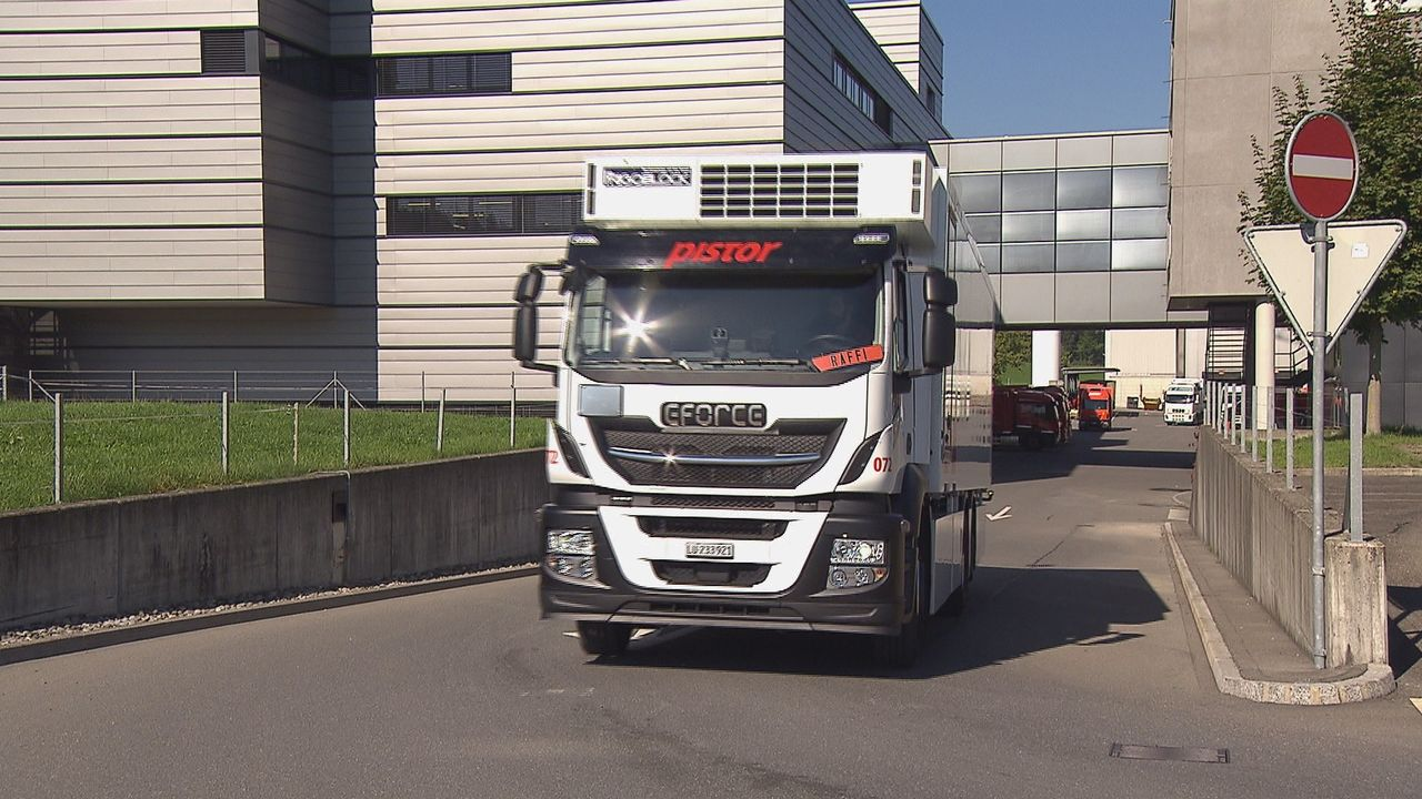 En Suisse, près de 52'000 camions sont immatriculés, dont une vingtaine est électrique.  [RTS]
