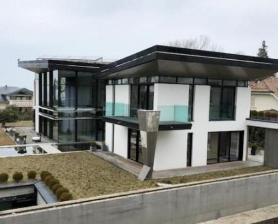 La villa de Cologny vendue aux enchère après une faillite d'Eric Arnoux.
