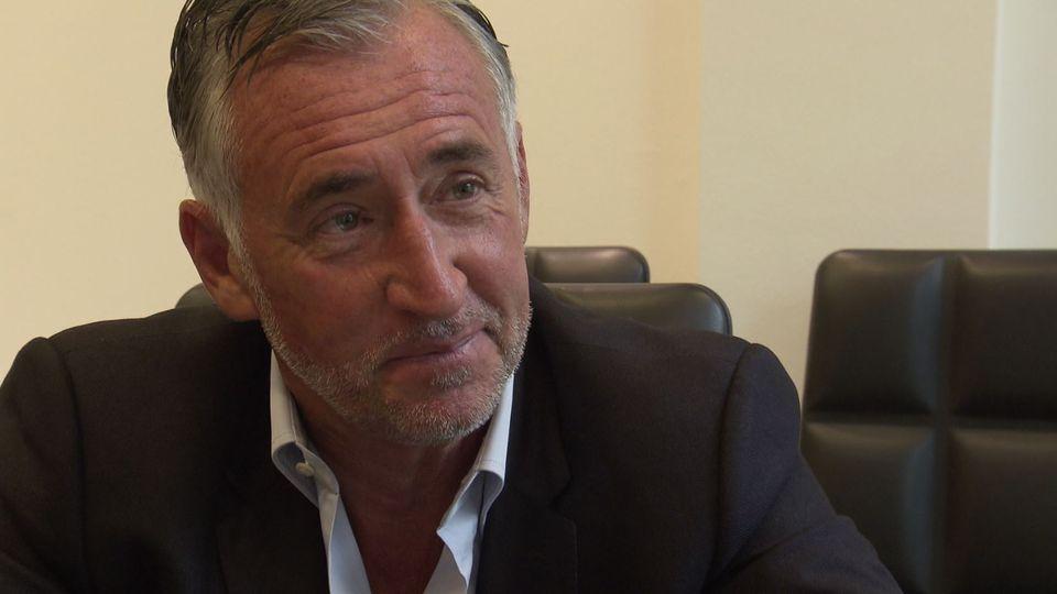 Le promoteur immobilier Eric Arnoux est cerné par ses créanciers et sous enquête à Genève.