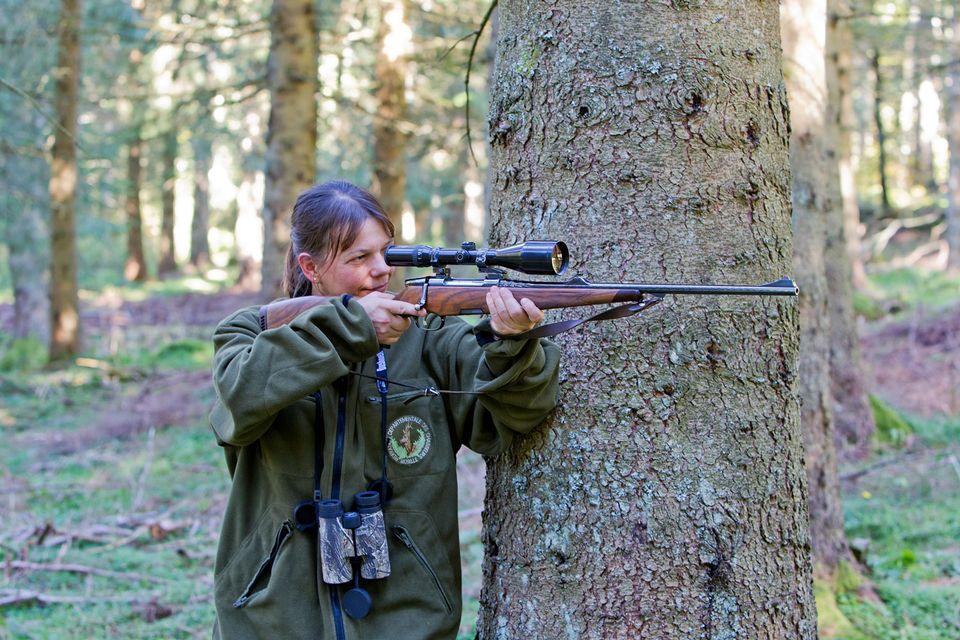 Les candidates au permis de chasse sont de plus en plus nombreuses (image d'illustration). [Sylvain Cordier - Biosphoto/AFP]