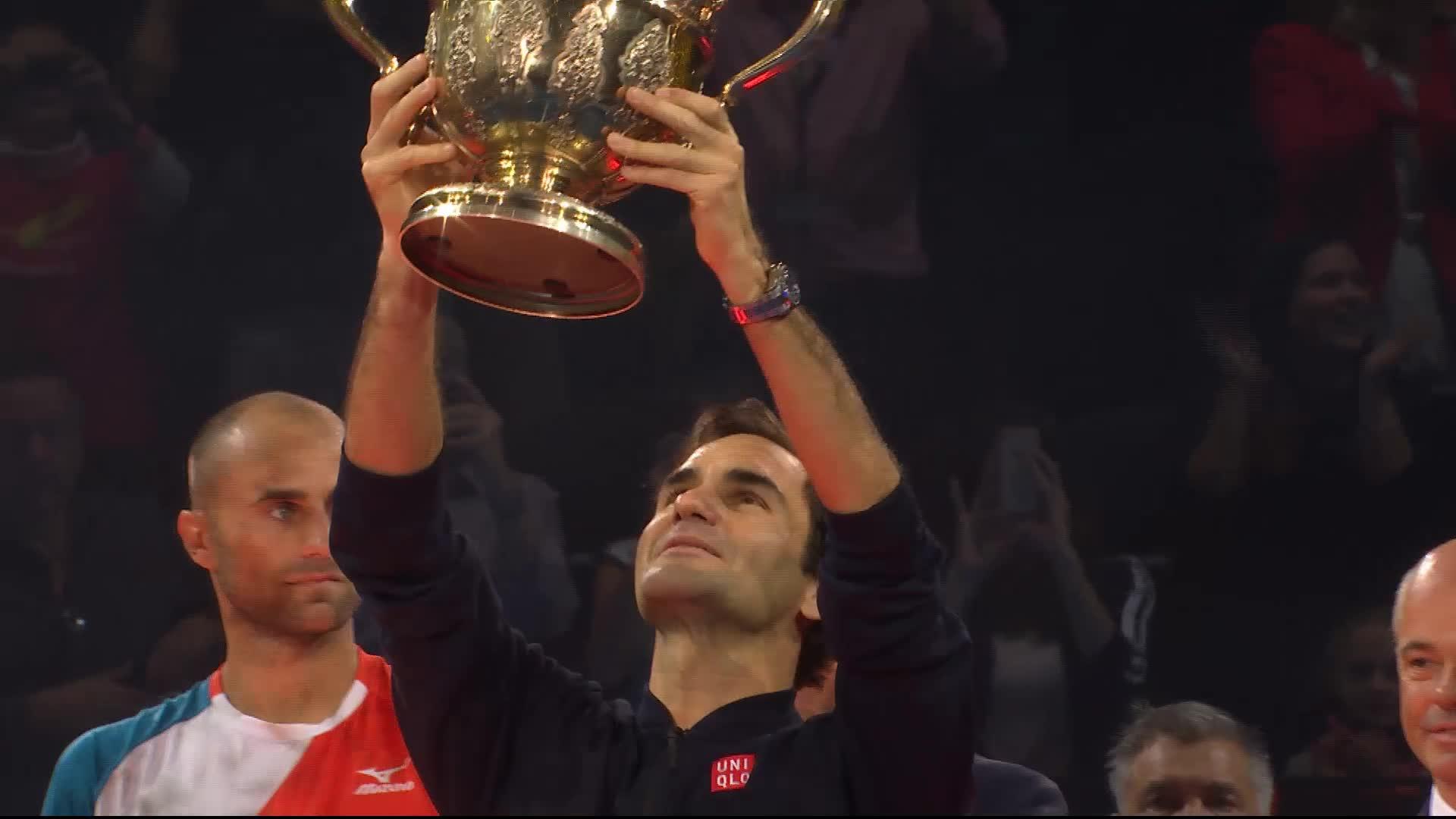 Roger Federer remporte son 99e titre