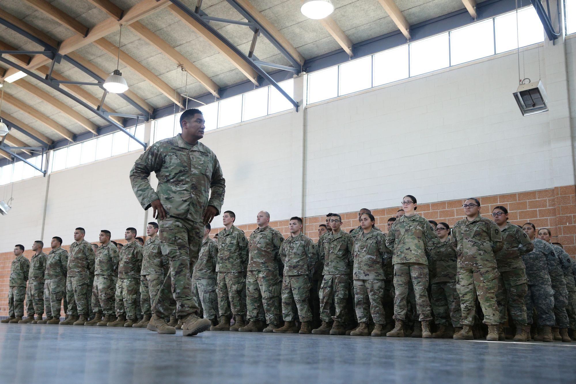 Migrants: plus de 5.000 soldats américains déployés à la frontière mexicaine