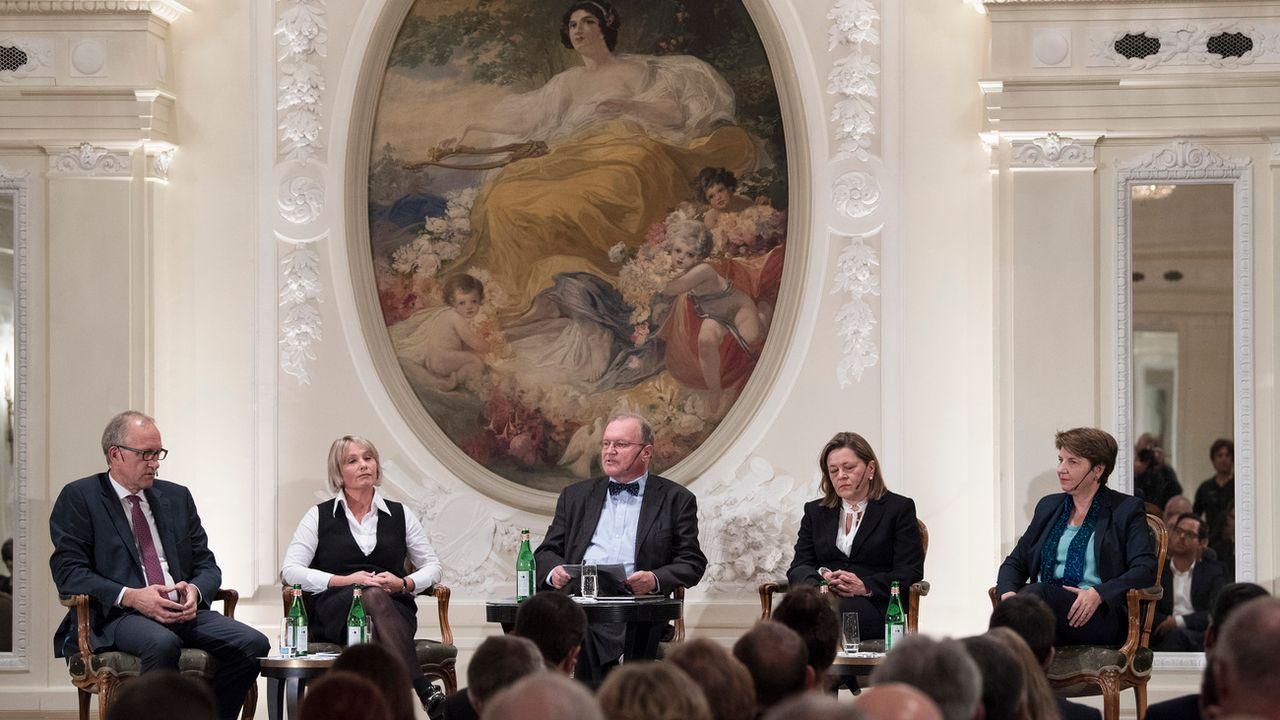Les quatre prétendant à la succession de Doris Leuthard se sont présenté à la base de leur parti. [Peter Schneider - Keystone]