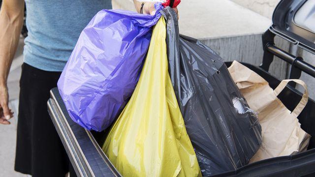 L'objectif zéro déchets devient un acte citoyen. [Lukas Lehmann - Keystone]
