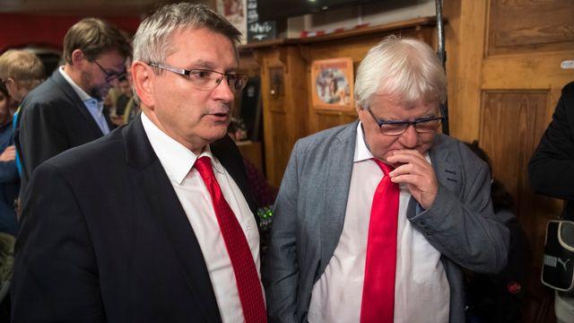 Le conseiller d'Etat du canton du Jura Charles Juillard (gauche) avec le maire de Moutier Marcel Winistoerfer, lors d'un débat de l'emission Forum. [Laurent Gilliéron - Keystone]