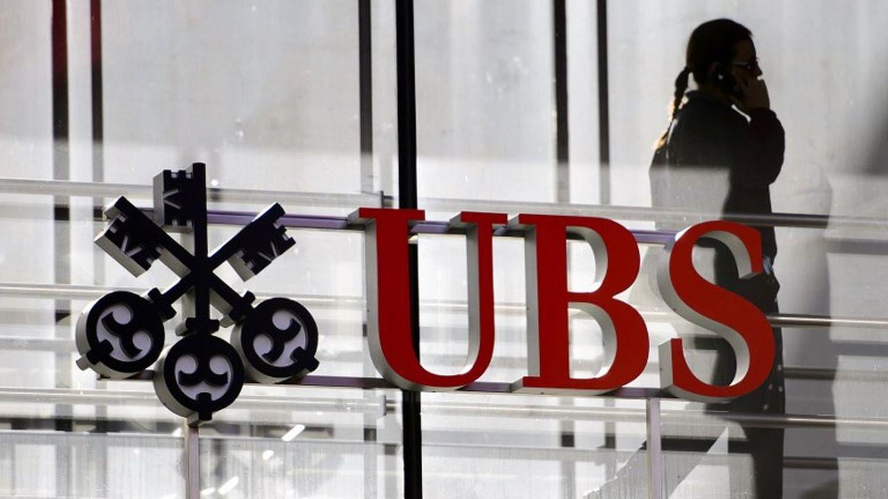 l'Etat français réclame 1,6 milliard d'euros à UBS, soit environ 1,8 milliard de francs. [Fabrice Coffrini - AFP]