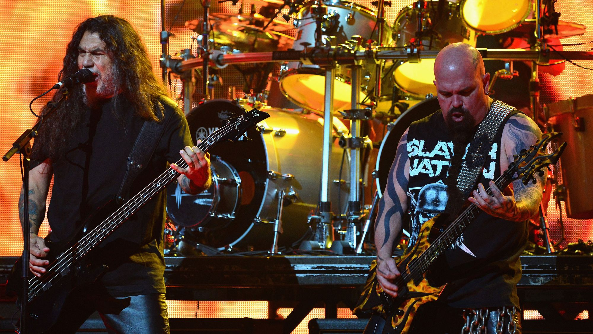 Le bassiste Tom Araya (à gauche) et le guitariste Kerry King lors d'un concert de Slayer en 2014 à Los Angeles.