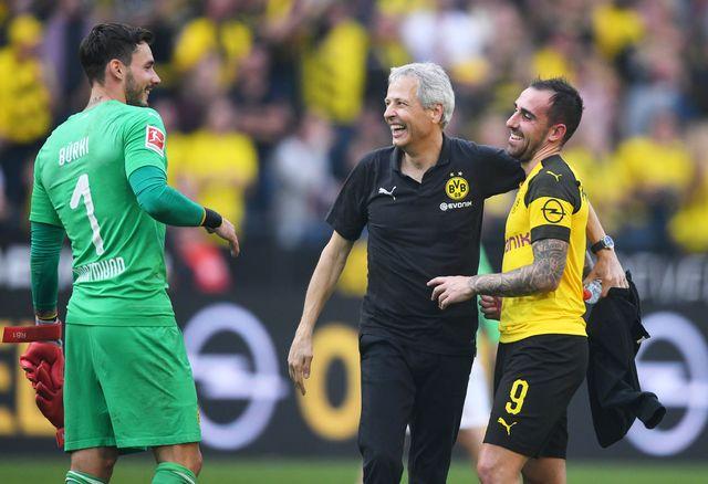 Favre, ici entouré de Bürki et d'Alcacer, reste invaincu cette saison en Bundesliga. [Uwe Speck - Freshfocus]