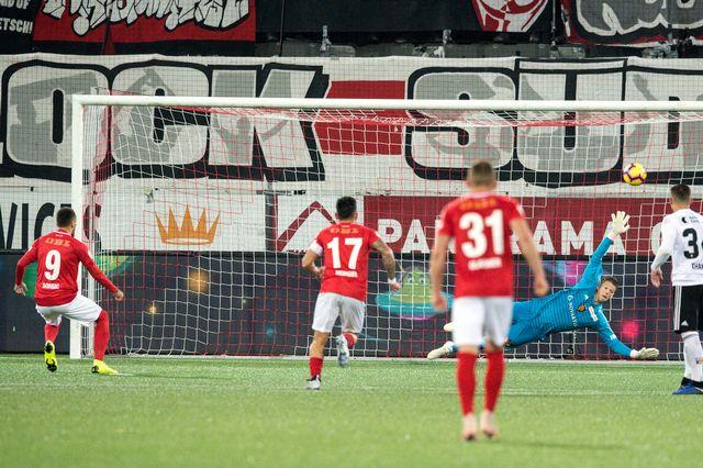 Sorgic égalise à 2-2, le match est en train d'échapper au FC Bâle. [Peter Schneider - Keystone]