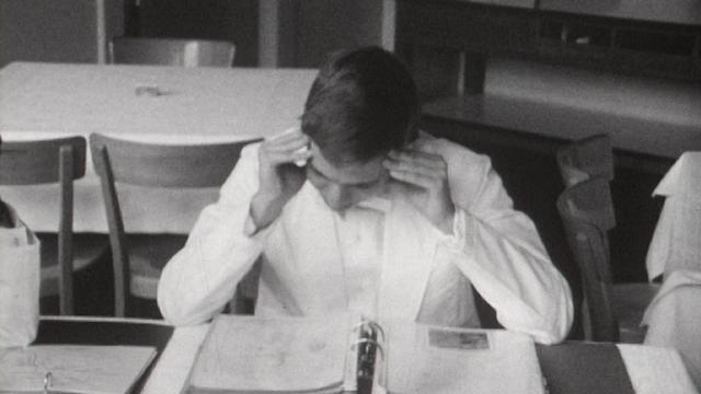 Examens théoriques à l'Ecole hôtelière de Lausanne, 1968. [RTS]