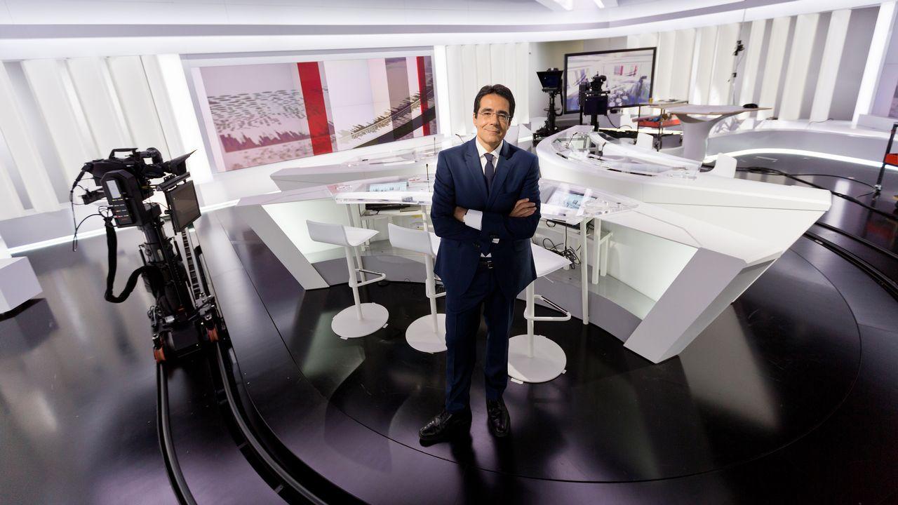 Les Suisses se forgent leur opinion principalement grâce à la télévision. [Jay Louvion - RTS]