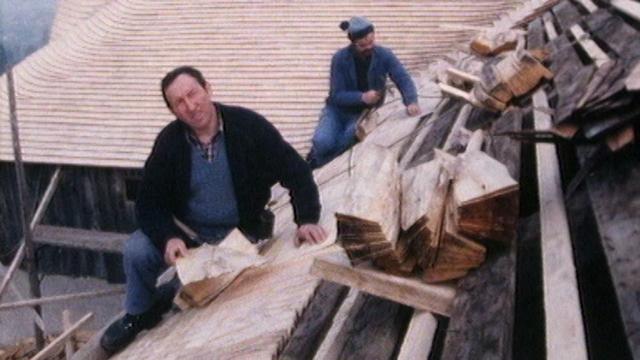 Tavillonneur, un métier déjà rare en 1988. [RTS]