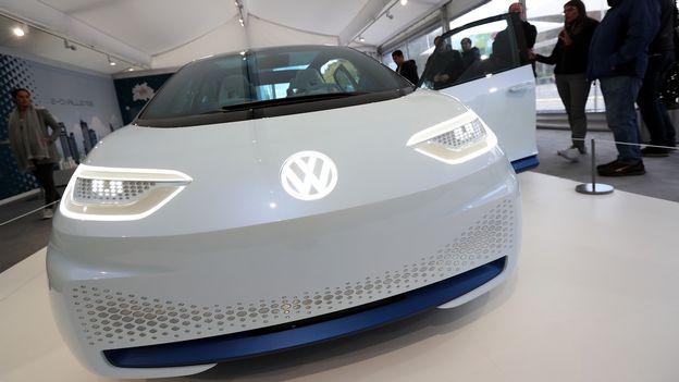 volkswagen va investir des dizaines de milliards dans les voitures lectriques economie. Black Bedroom Furniture Sets. Home Design Ideas