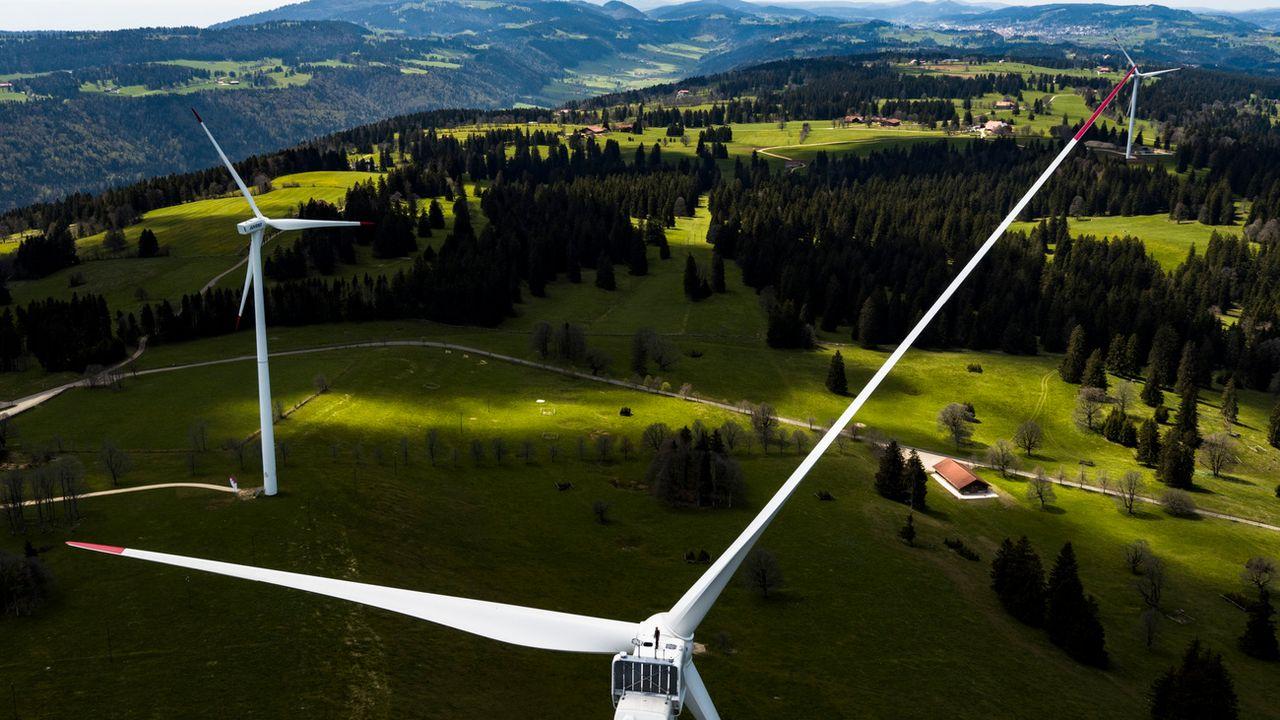 Ici, des éoliennes au Mont Croset, à Saint-Imier, dans le Jura bernois. [Valentin Flauraud - Keystone]