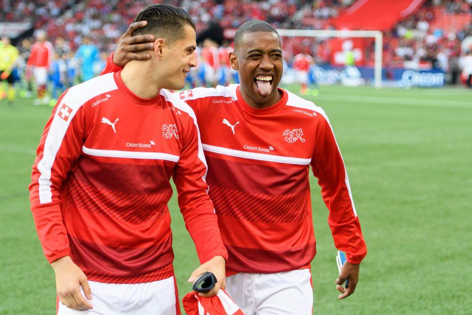 Fernandes, ici avec Xhaka, pense que la Suisse peut s'imposer contre la Belgique. [Laurent Gillieron - Keystone]