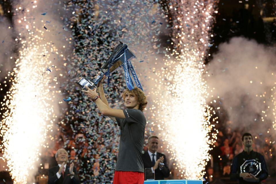 Zverev est le premier joueur à remporter le Masters en ayant battu Federer et Djokovic. [Tim Ireland - Keystone]