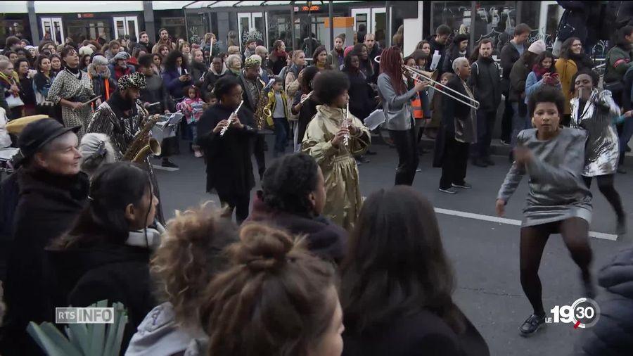 """""""Ras le viol!"""": marches féministes en France, en Suisse et ailleurs"""