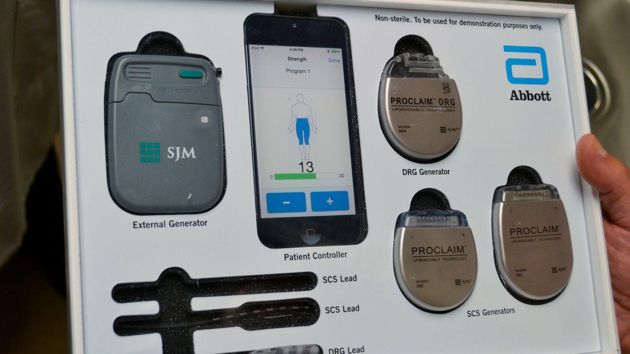 """Les """"Implant Files"""" révèlent l'insuffisance des réglementations et la faiblesse des contrôles sur les dispositifs médicaux, implants ou prothèses. [Peter Banda - AP Photo/Keystone]"""