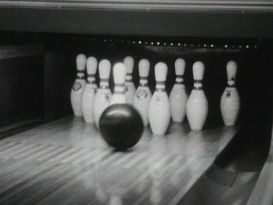 Policier et champion de bowling. [RTS]