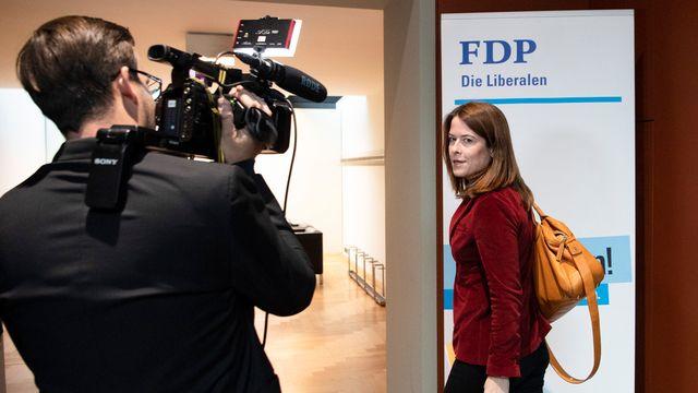 Petra Gössi, présidente du PLR Suisse, se rend à la réunion sur l'avenir du conseiller d'Etat genevois Pierre Maudet. [Peter Schneider - Keystone]