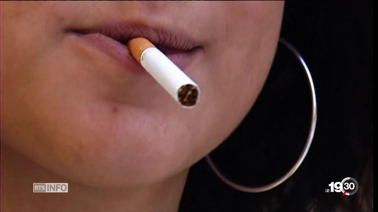 Cigarettes interdites aux moins de 18 ans en Suisse. Le Conseil fédéral confirme sa volonté dans la nouvelle loi sur le tabac. [RTS]
