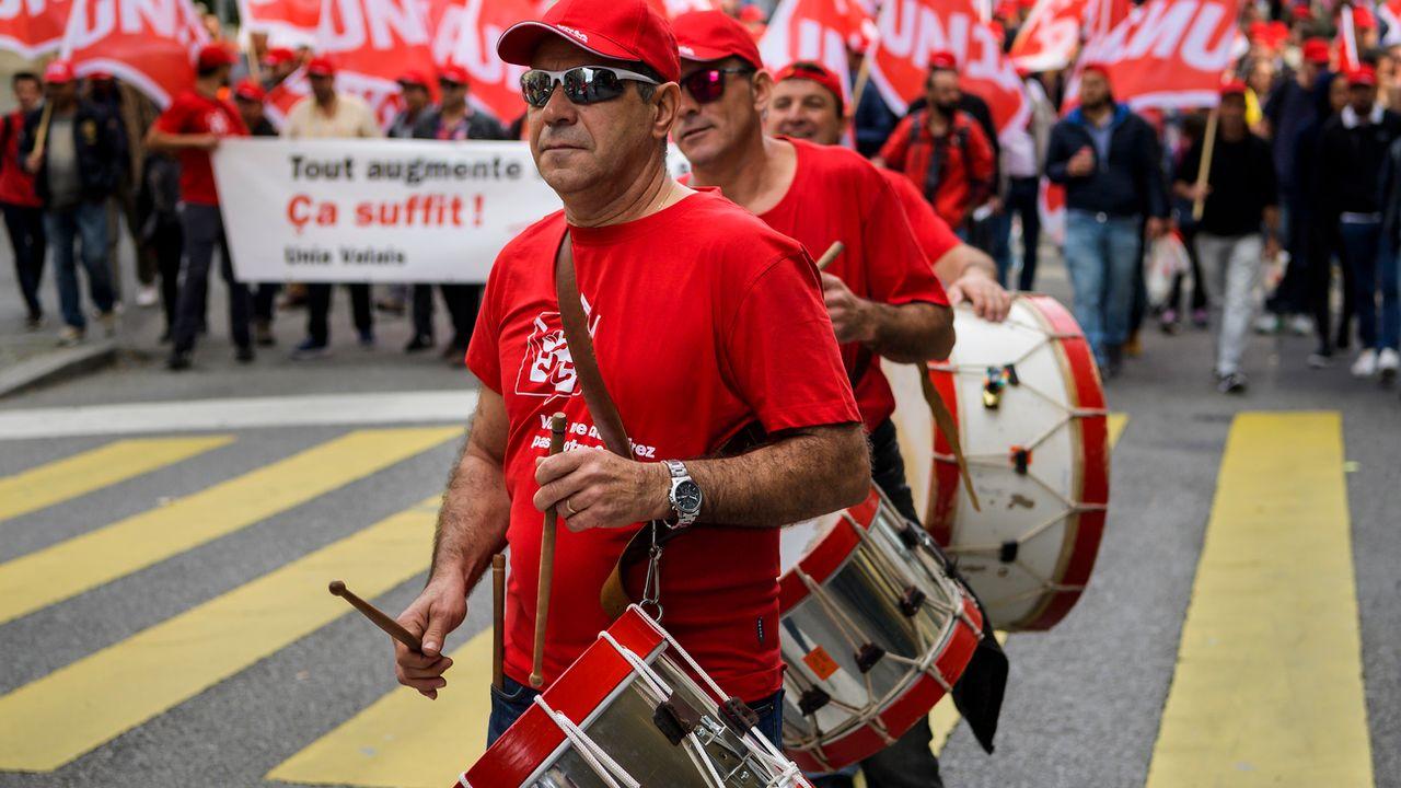 Le 21 octobre 2017, près de 3000 travailleurs de la construction avaient manifesté dans les rues de Lausanne. [Keystone]