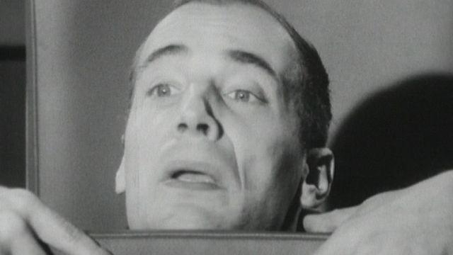 Bernard Haller joue le présentateur de Carrefour en 1964. [RTS]