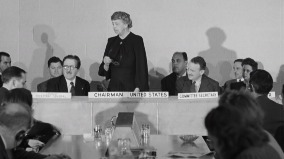 Eléanor Roosevelt préside en 1947 la commission chargée d'élaborer la Déclaration Universelle des Droits de l'Homme. [INA]