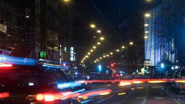 L'éclairage public dans la rue de Lausanne, à Genève.  [Salvatore Di Nolfi - Keystone]