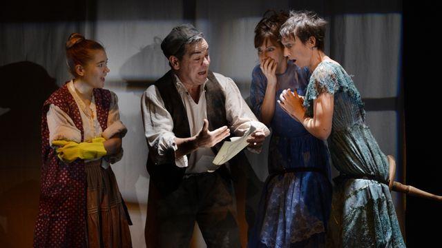 """Une scène de la pièce """"La Belle et la Bête"""" au Petit Théâtre de Lausanne. [Philippe Pache - Petit Théâtre de Lausanne]"""