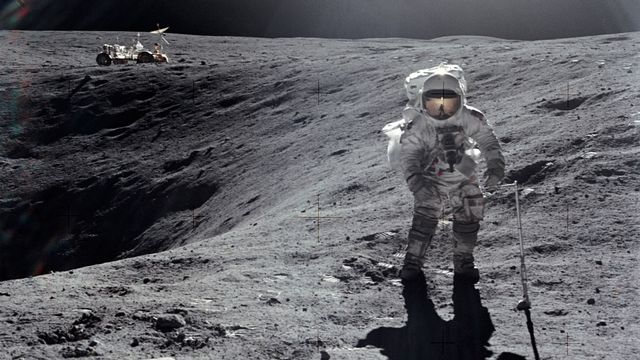 """L'astronaute Charly Duke en """"promenade"""" sur la Lune. NASA  [NASA ]"""
