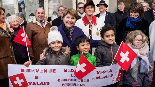 La nouvelle conseillère fédérale Viola Amherd à son arrivée à Saint-Maurice. [Jean-Christophe Bott - Keystone]