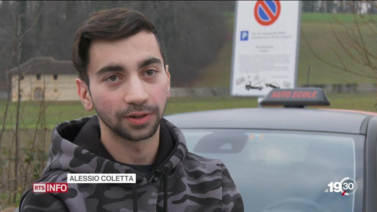 Les jeunes suisses pourront prendre le volant dès 17 ans à partir de 2021. [RTS]