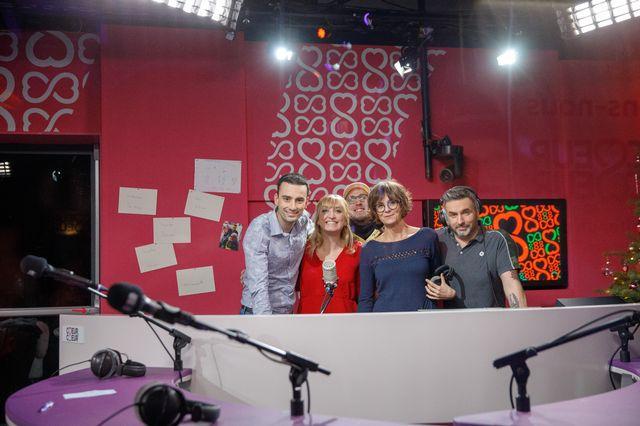 Jonas Schneiter, Yoann Provenzano, Tania Chytil et  Philippe Martin entourent la marraine Timea Bacsinszky. [Anne Bichsel - RTS]