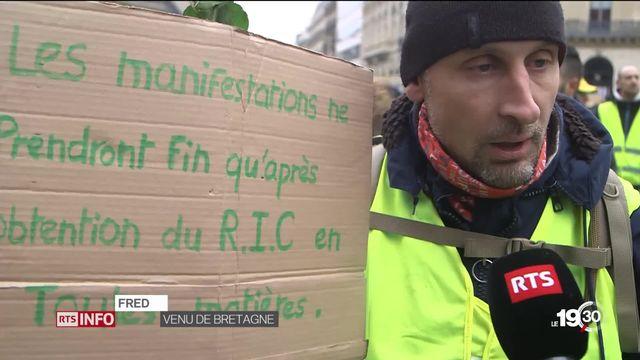 Gilets jaunes: la revendication d'un RIC, référendum d'initiative citoyenne, fleurit sur les réseaux sociaux. [RTS]