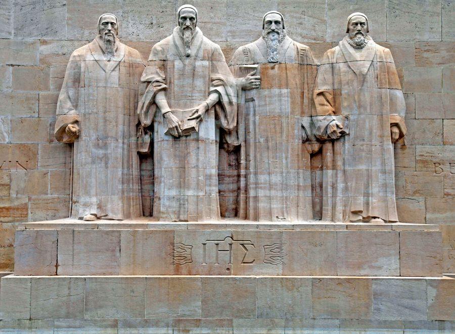 À Genève, le Mur des Réformateurs et ses théologiens protestants: Guillaume Farel, Jean Calvin, Théodore de Bèze et John Knox.