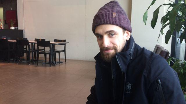 Mark Arcobello dans le restaurant de l'aréna du CP Berne. [Michaël Taillard - RTS]