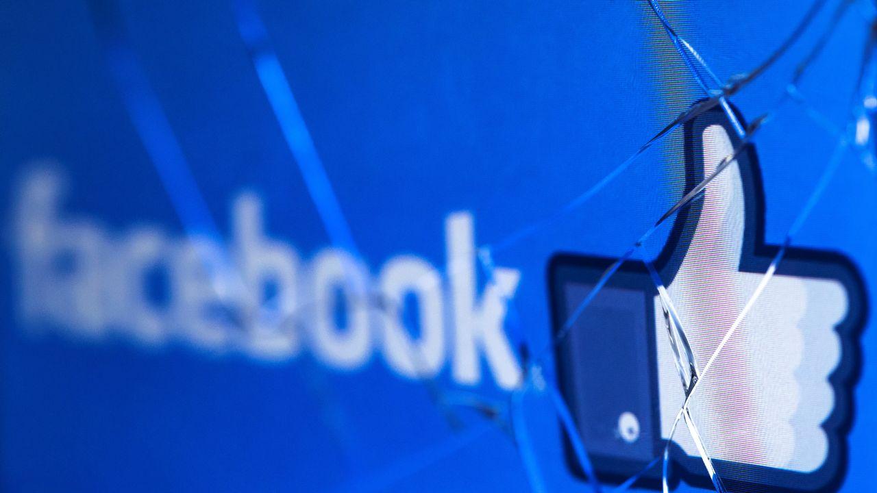 Facebook plombé notamment par l'annonce de suites judiciaires dans l'affaire Cambridge Analytica. [Joel Saget - AFP]