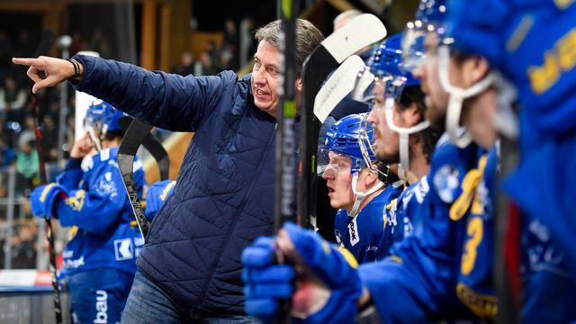 Le nouveau coach du HCD Harijs Vitolins doit montrer la voie à ses joueurs. [Gian Ehrenzeller - Keystone]