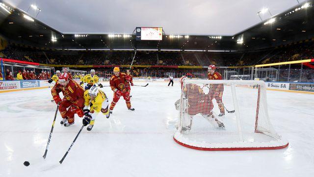 """Le """"derby des pattes"""" a eu lieu dans le Stade de Suisse. [Peter Klaunzer - Keystone]"""