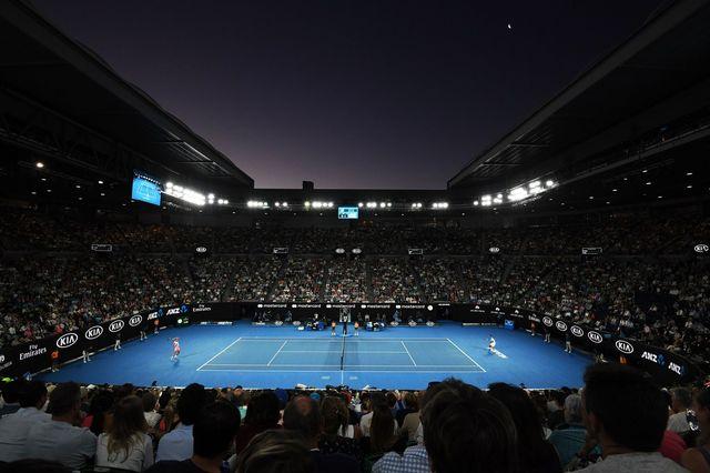Vue du court à Melbourne où se disputent Rafael Nadal et Marin Cilic. [Dean Lewis - EPA/Keystone]